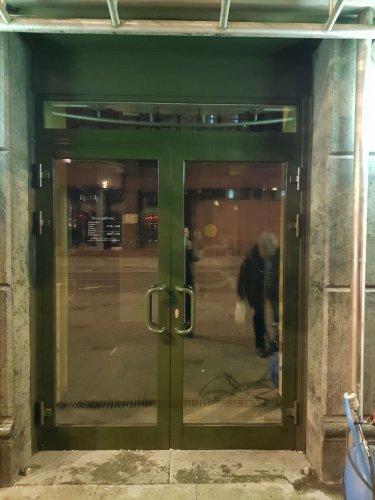 Алюминиевые двери и перегородки: разумный выбор по приятной цене