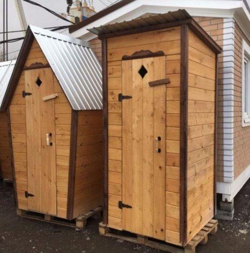 Все плюсы покупки готового деревянного туалета