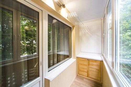 Преимущества заказа отделки балкона под ключ